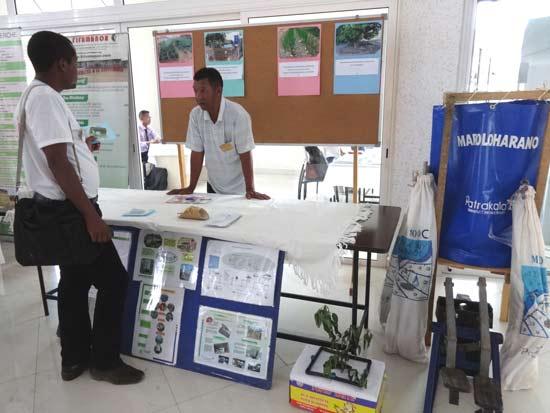 Le stand du Patrakala, toujours au rendez-vous pour démontrer quelques outils d'irrigation goutte à goutte