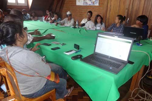Mme Landisoa et Dinah, responsables du SIEL exposent les atouts et importance de l'application pour le conseil agricole.